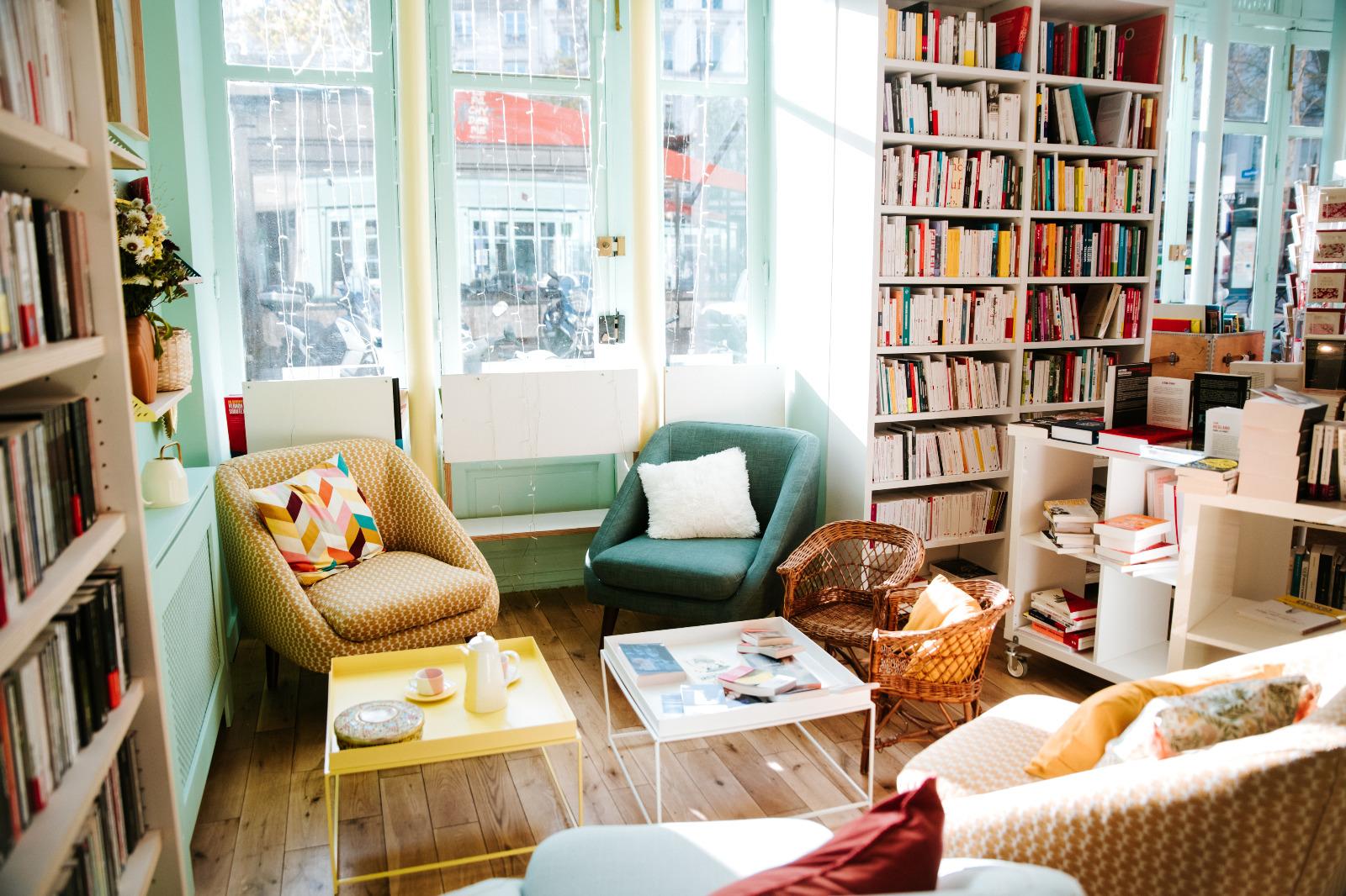 livres_fauteuils_vitrine