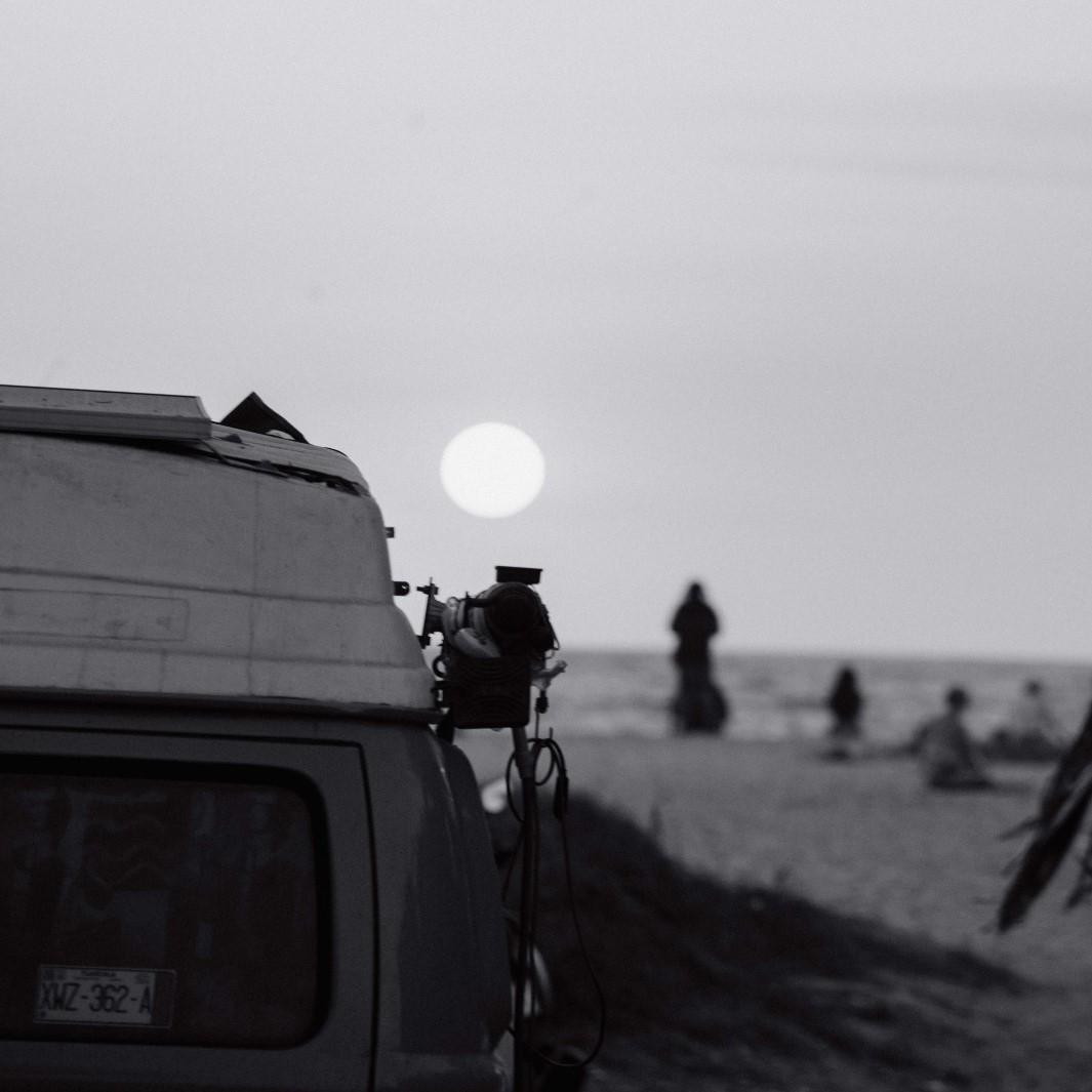 van_surfeurs_océan_soleil