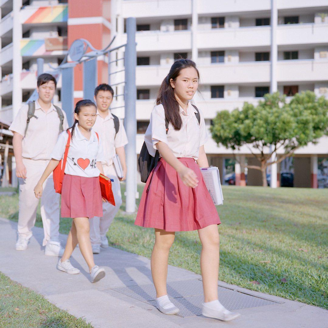 écoliers_uniformes_cours